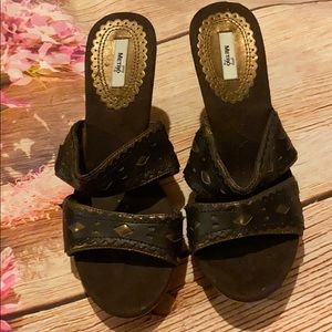 Metro 7 wedge sandal brown size 6.5 and heel 4in.